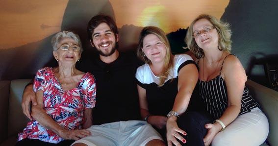 D.,Samira, os netos Gustavo e Lyana, e a filha katlein