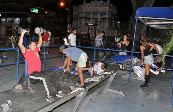 A Fundação Municipal de Esportes oferece, gratuitamente, aulas de musculação na Academia Viva Mais do Jardim São Benedito