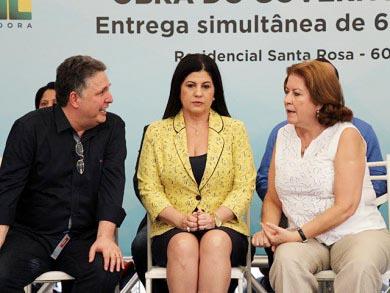 Garotinho, Rosinha e a presidente da Caixa de Dilma, Miriam Belchior, quando venderam o futuro de Campos até 2036 (Foto: Folha da Manhã)