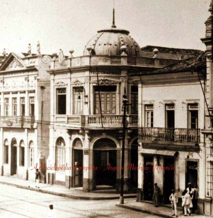 A Praça com o antigo edifício dos Correios