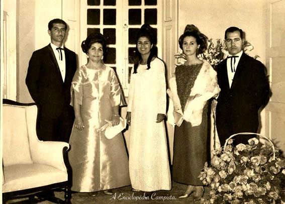 Dos meus arquivos familiares, o baile de debutantes da minha mãe com os meus avós, anos 60, no Automóvel Clube Fluminense