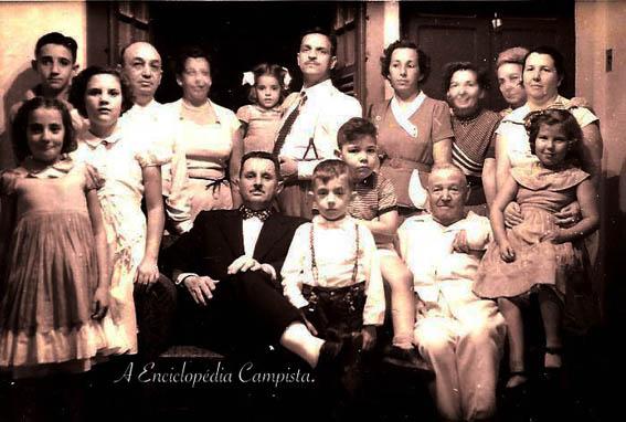 Ainda podemos observar o mestre da arquitetura campista, José Benevento com a sua família, nos arquivos de sua neta, Ana Benevento