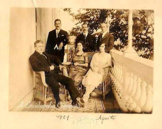 Nos arquivos de Helvia Pereira Pinto Bastos, uma fotografia de seus avós,Godofredo Saturnino da Silva Pinto e Helvia Torres da Silva Pinto