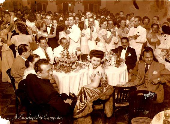 Os luxuosos bailes do Saldanha nos anos 40, em uma fotografia do arquivo de Carlos Berriel