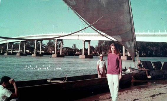 Na primeira fotografia podemos observar a Lapa, com seus barcos a vela de pescadores