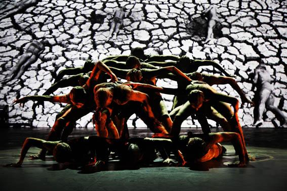 18/07/2017- Joinville- SC, Brasil- Espetáculo Cão sem Plumas, da Cia Deborah Colker, é a atração da noite de abertura do 35º Festival de Dança de Joinville.   Foto: Cafi/Festival de Dança