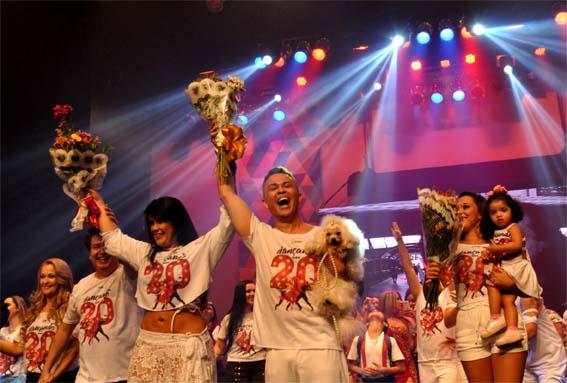 """Os vinte anos de atuação da Escola de Dança Ronaldo Vasconcelos, realizando um belo trabalho com jovens de e adultos, e incentivando as artes em todas as suas manifestações ao movimentar os segmentos na produção dos seus espetáculos, foram coroados com o inesquecível espetáculo """"Dançando nos 20"""""""