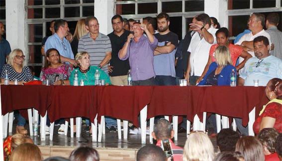 Na reunião do PR em  Campos só compareceu o 3º Escalão. O líder com medo ficou no Flamengo