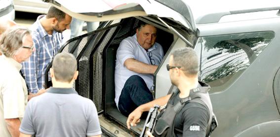 Quando GArotinho foi preso Rosinha alegou dificuldades financeiras