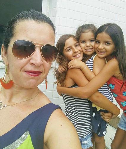 Roberta Moreira com as sobrinhas Mariana Moreira, Isadora Freitas Paes e Maria Clara Moreira